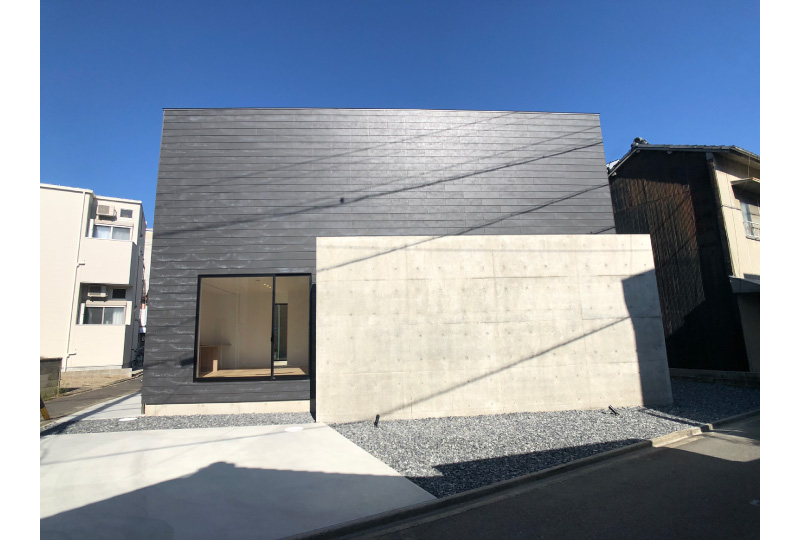 三角形のスペースを生み出す家