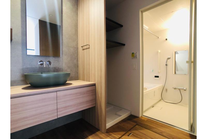 1階バス・洗面所
